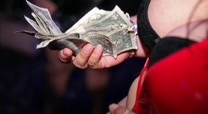 Sztriptíztáncos lett a tanár: ilyen az éjszakai klubok titkos élete