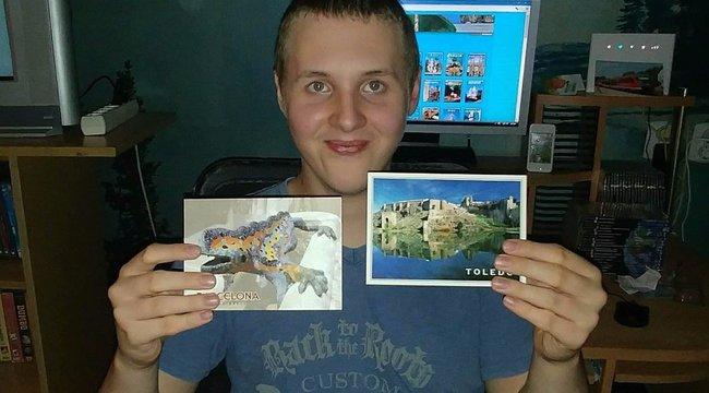 Facebookon kért segítséget az anya, így Ricsi már több ezer képeslapot kapott