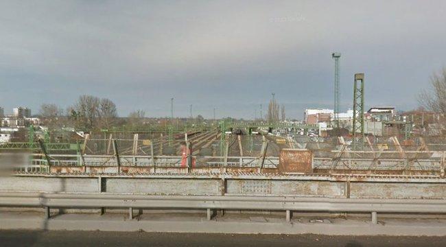 A híd pereméről húztak vissza egy öngyilkosságra készülő férfit Tatabányán