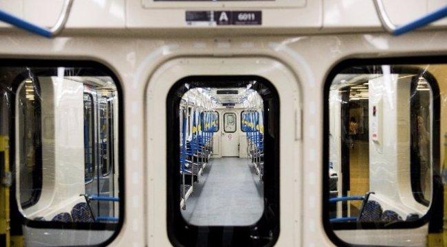 Nem zárult be a felújított 3-as metró egyik ajtaja