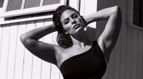 Férje által készített intim képeken szexizik Ashley Graham – fotók
