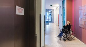 Újpalotai rendelő: Az orvos jár le a kerekesszékes beteghez, mert fél éve rossz a lift