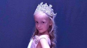 Elhunyt ikertestvérének ajánlotta koronáját a hétéves Virág