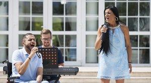 Claudia csak a hangjából élt –tíz évig énekelt németországi bárokban