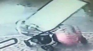 Ijesztő: ablaktábla szakadt az ötödikről a babakocsis kismamára (videó)