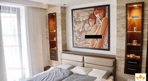 Egy kis ingatlan-erotika: mosolygós cicik egy 109 milliós lakás falán!