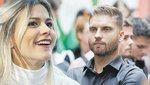 Weisz Fanni keresi a pénzt, férje távolból irányítja őt