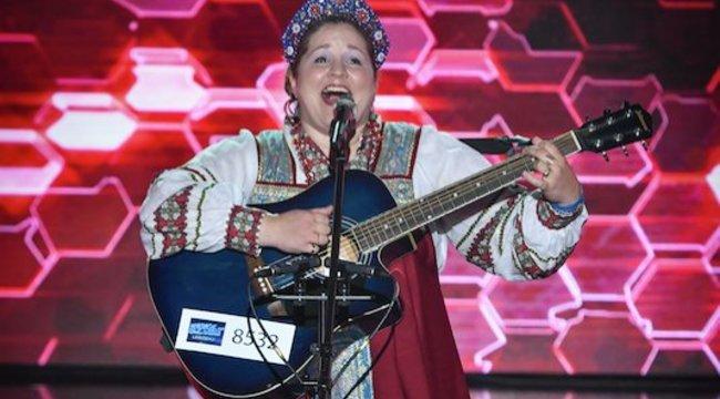 46 nyelven énekelKatja