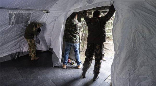 A Heim Pál Gyermekkórháznál is katonai sátrat építettek