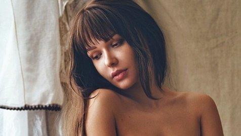 Szexpartert keres az orosz Playmate, hogy elüsseaz időt karantén alatt – 18+