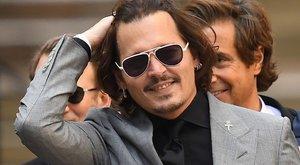 Johnny Depp 11 éves kora óta drogozik, lányát már 13 évesen fűvel kínálta