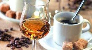 Kávézzon és italozzon többet, aki nem akar visszeret!