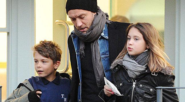 Jude Law a manikűr megszállottja