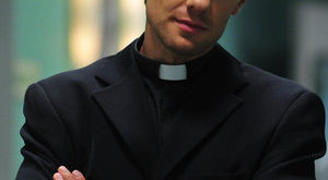 Példátlan fordulat: kiássák a sírjából Tamás atyát