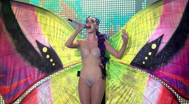 Katy Perry testén csak kristályok voltak