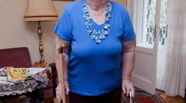 25 centis platinalemez tartja össze Márta néni csontjait