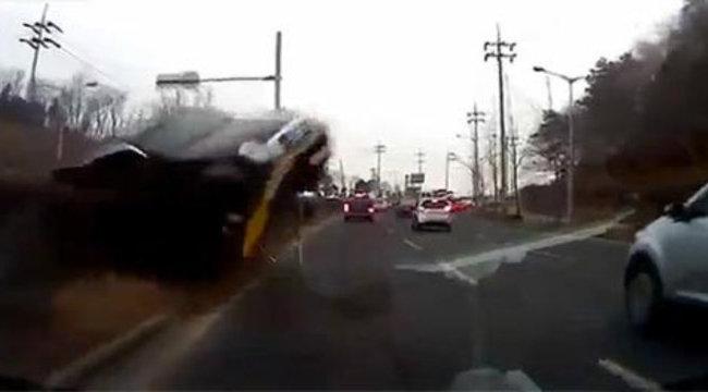 Sokkoló: frontális ütközés élőben - videóval