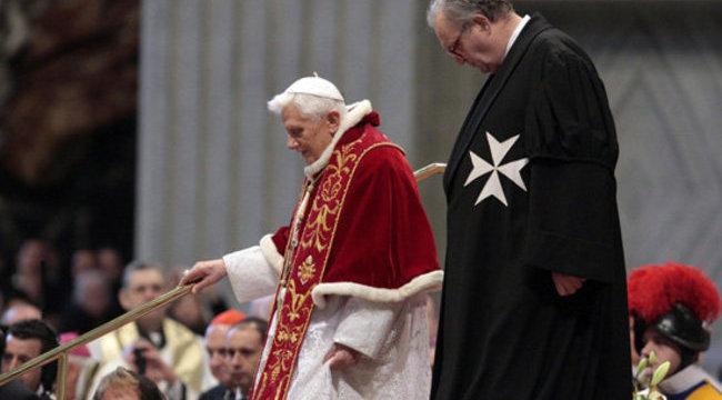 XVI. Benedek lemondott - márciusban már új pápa lesz - videóval