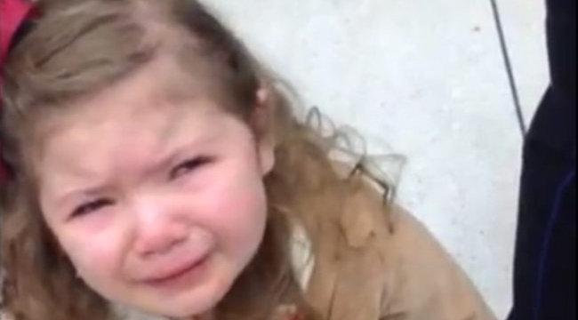 Megalázták a kerekesszékes kislányt