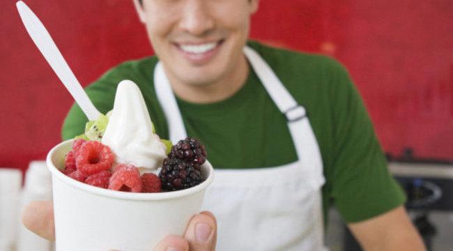 Bizarr: tetűtől rózsaszín a joghurt