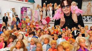 Bizarr: Barbie babákat gyűjt a macsó színész