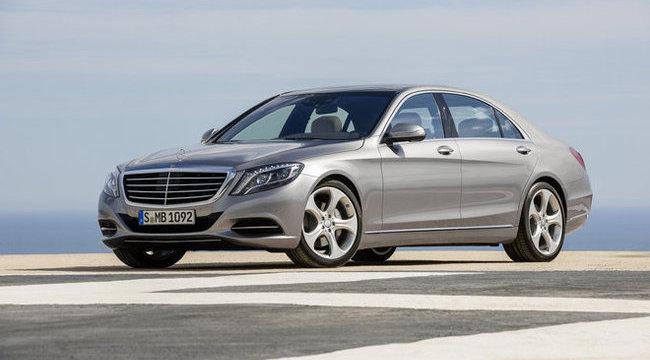 Felébreszti és megmasszírozza sofőrjét az új Mercedes