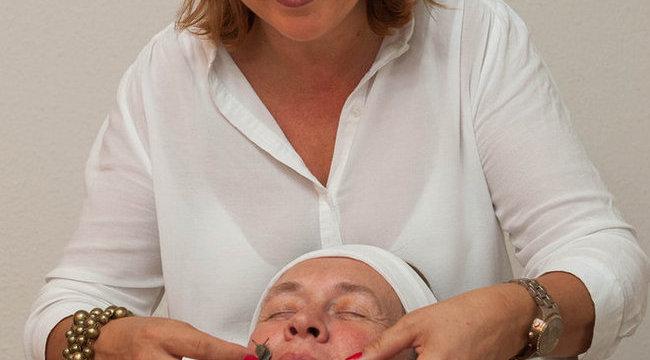 Csigákkal harapdáltatja pácienseit Dévényi Kathy
