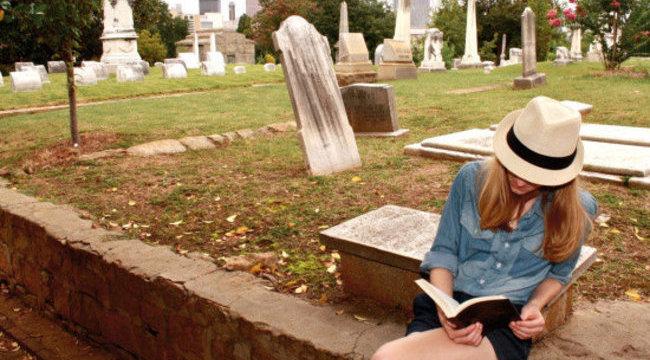 Élettel töltenék meg a temetőket