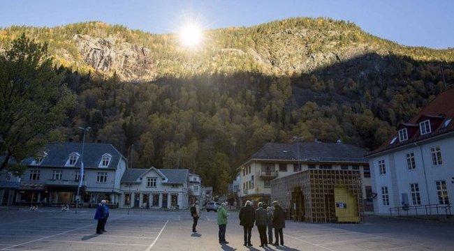 Tükörrel helyettesítik a napot egy kisvárosban