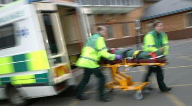 Amíg a mentő slusszkulcsát keresték, meghalt a beteg
