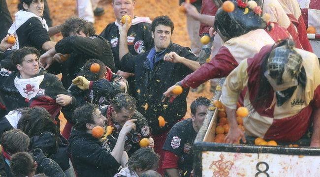 Kórházban kötöttek ki a narancsdobálók