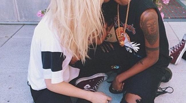 Biszex csajjal jár Kim Basinger szépséges lánya - fotókkal