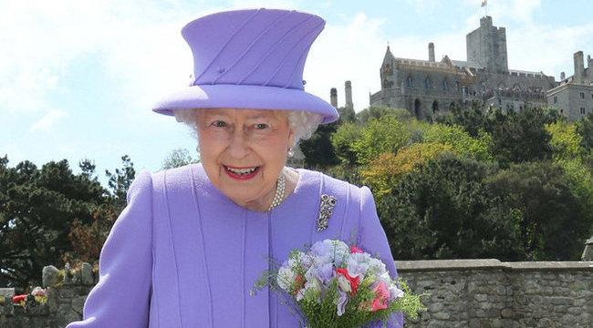 Ötven éve ugyanazt a cipőt hordja a királynő