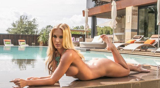 Playboy-nyuszival szexel Vastag Csaba – 18+