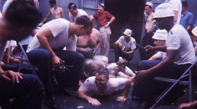Brutális kínzássá  fajult a gólyáknak kitalált játék