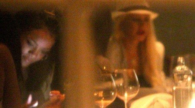 Gyanús: valamire készül Rihanna és Aguilera