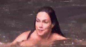 Bódi Sylvi anyaszült meztelenül fürdött