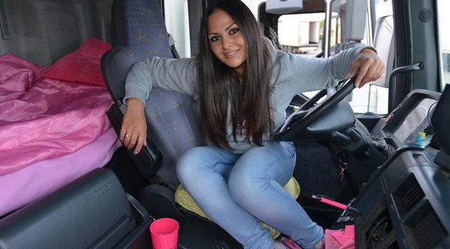 Tibetbe menne kamionnal a szuperszexi Adriennn