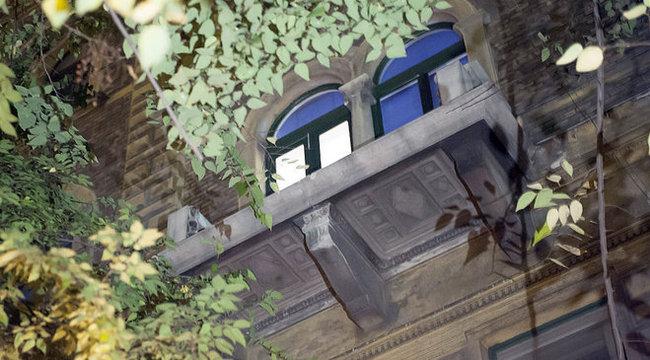Erkélykorláttal együtt lezuhant egy nő Budapesten