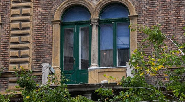 15 métert zuhant a fiatal nő a budapesti lakásból