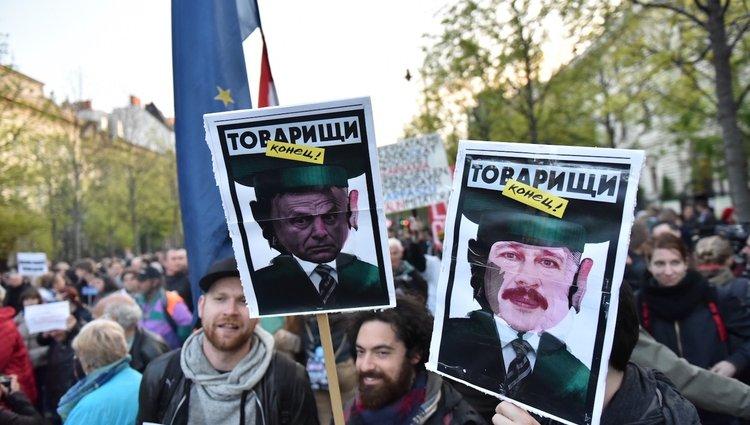 Állítsuk meg Moszkvát! – Így tüntetnek az orosz befolyás ellen