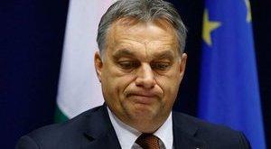 Tombolnak a kommentelők Orbán karácsonyi képénél