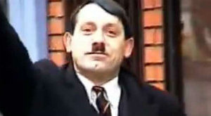 Jól megél a diktátorból Hitler reinkarnációja