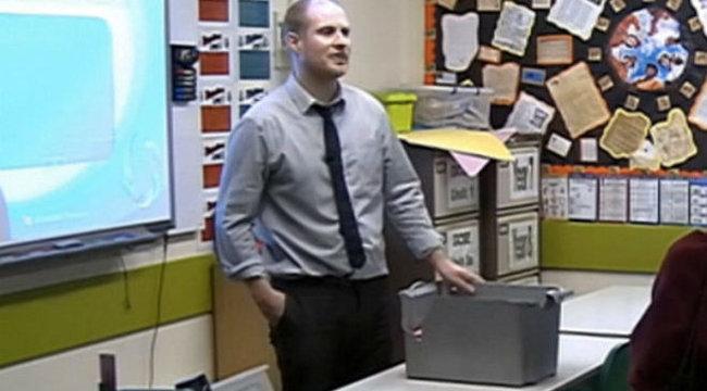 Tanítványaival szexelt a híres TV-s tanár