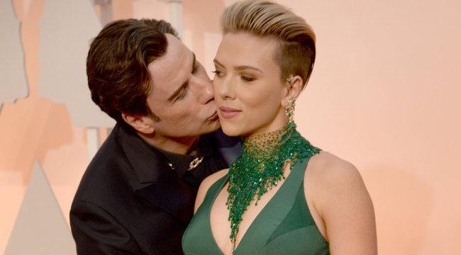 Travolta parókában, Harris gatyában sokkolt az Oscaron