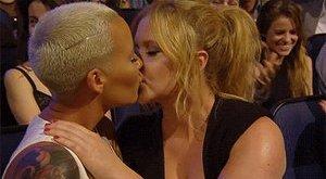 Mogyorózás és leszbicsók is volt az idei MTV-gálán