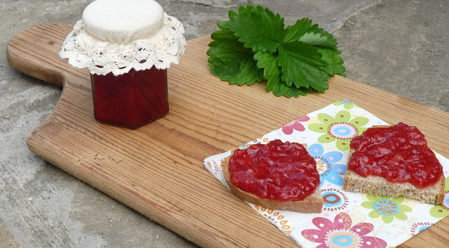 Bors-recept: üvegbe zárt epres ízek