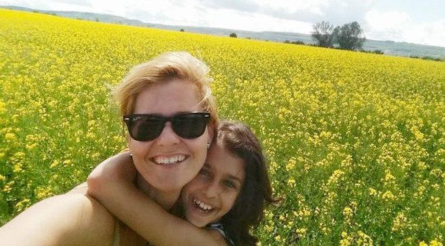 Fábián Anita lányával és párjával nyaral