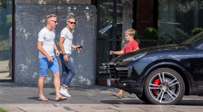 Dzsudzsak Bentley Bol Ki Porscheba Be Borsonline Sztarhirek Pletyka Krimi Politika Sport