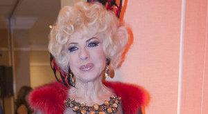 Így néz ki egy szál tangában a 74 éves Medveczky Ilona